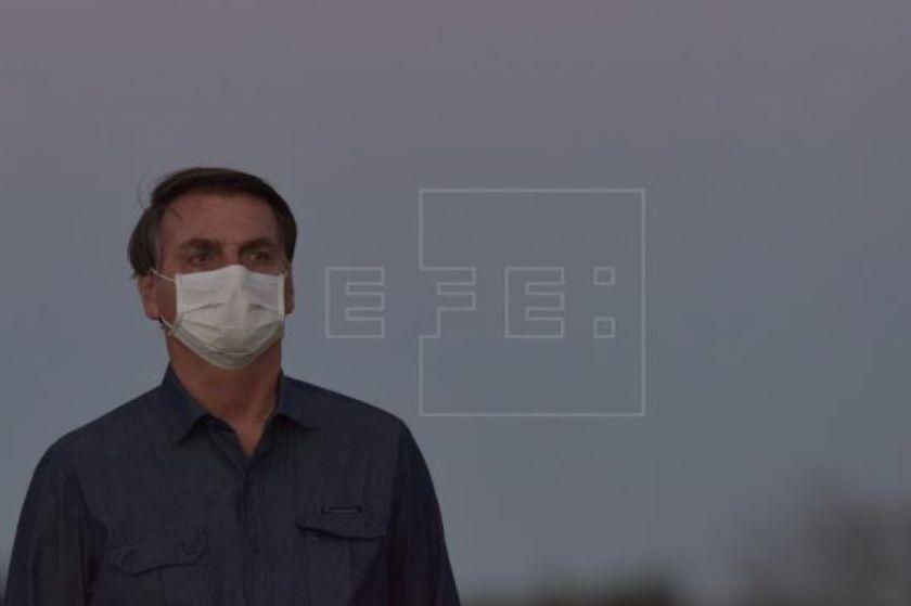 Bolsonaro da positivo de COVID-19 en nuevo test y seguirá en cuarentena