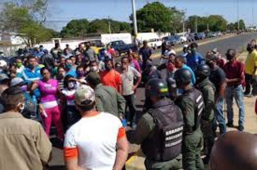 Protesta por gasolina en Venezuela deja un muerto y un herido