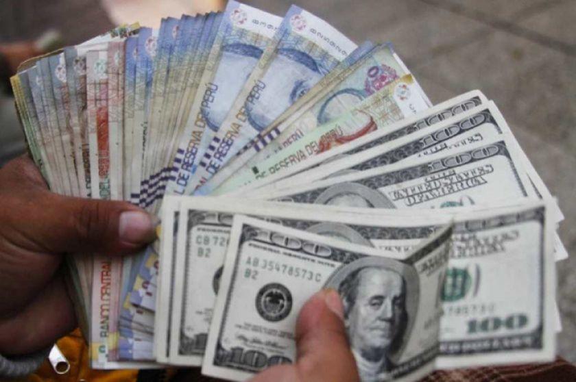 Peruanos retiraron $us 5.500 millones de sus AFP's por la pandemia