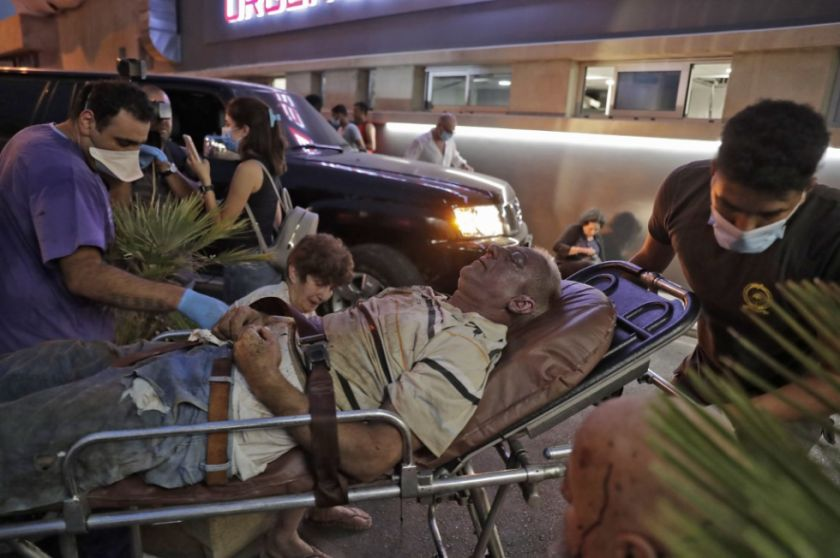 Hay escenas de caos en los hospitales saturados de Beirut