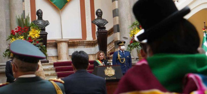 Jeanine Áñez convoca a candidatos a firmar un acuerdo nacional por los bonos