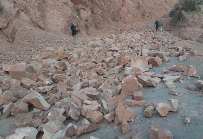 El retiro de escombros de la carretera Oruro-Cochabamba demorará hasta seis días