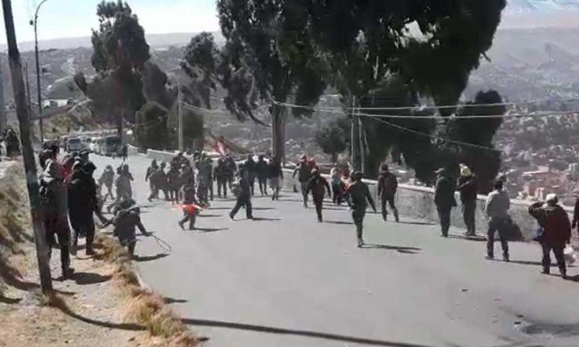 Intentan apuñalar y agreden a periodista de ERBOL en una movilización