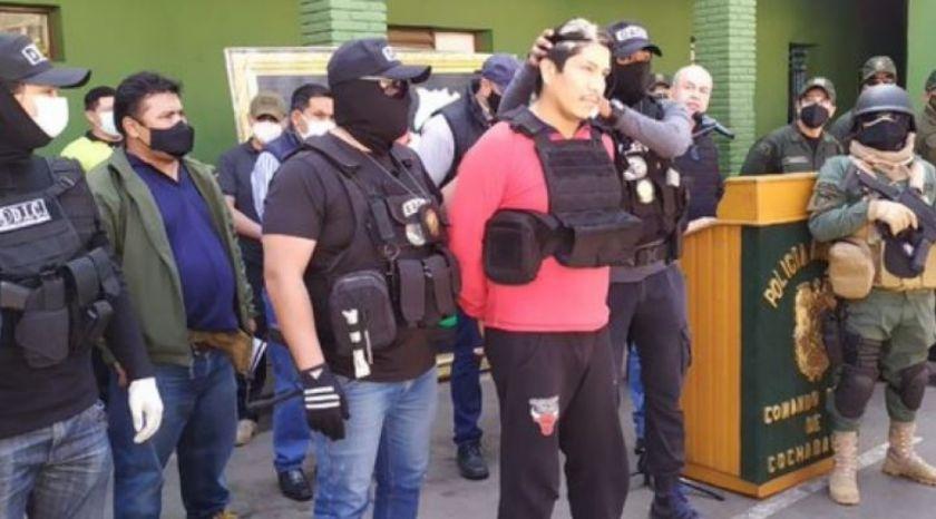 Presentan al oficial de policía como presunto asesino de Betsabé en Cochabamba