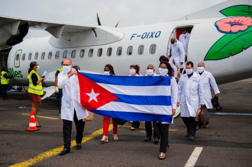 Panamá descarta contratar médicos cubanos entre críticas de EE.UU. y protestas