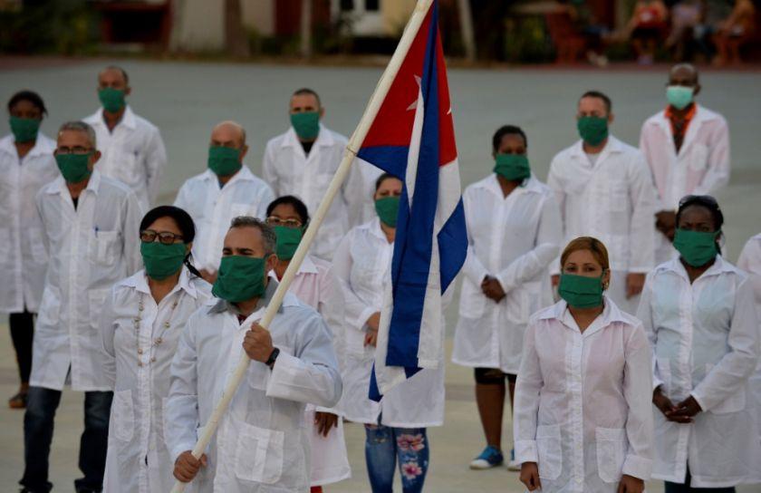 Hay polémica en Guatemala por eventual salida de médicos cubanos