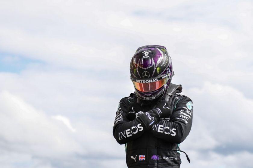 Hamilton logra la pole en Bélgica y se la dedica a Chadwick Boseman