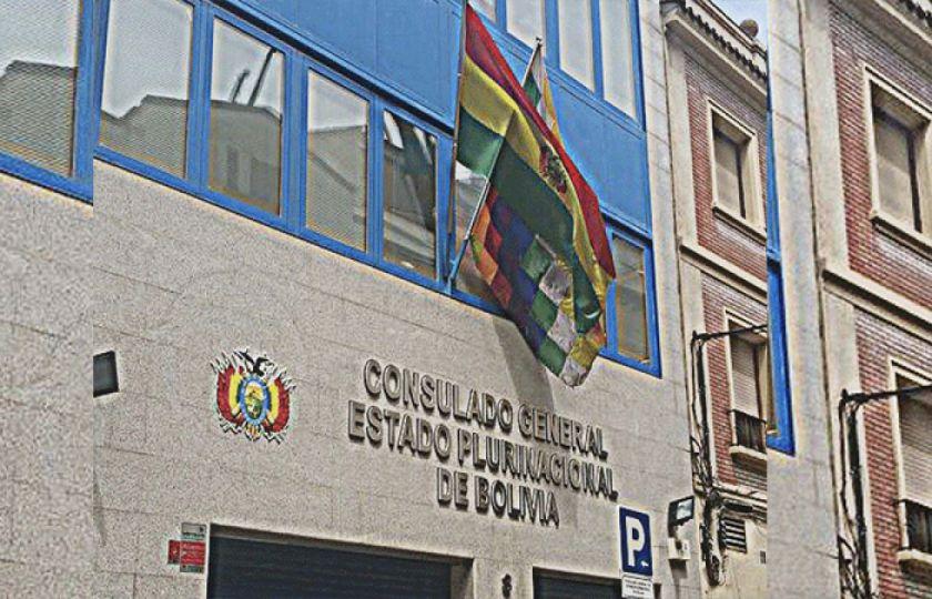 Consulado en Madrid dejó plantado y sin trámites a varios bolivianos