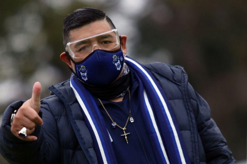 Maradona asiste a la práctica de Gimnasia y Esgrima La Plata