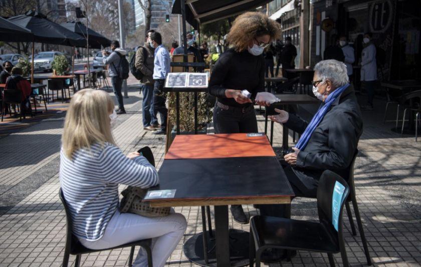 Chile permitirá pequeñas reuniones familiares para celebrar fiestas patrias