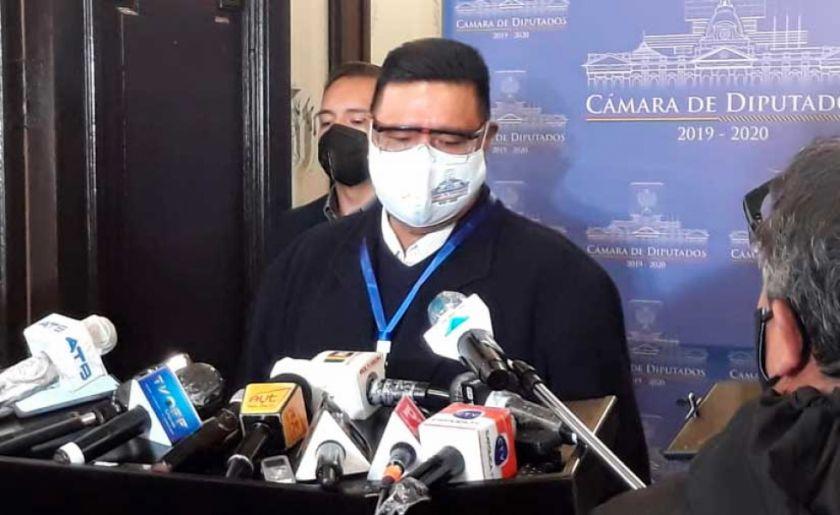 """Choque a Murillo: """"Esto es un barbijo, no es un bozal, no me va a amedrentar"""""""