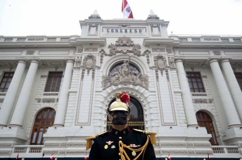 Gobierno peruano denuncia que jefe de Congreso buscó involucrar a militares en juicio a Vizcarra