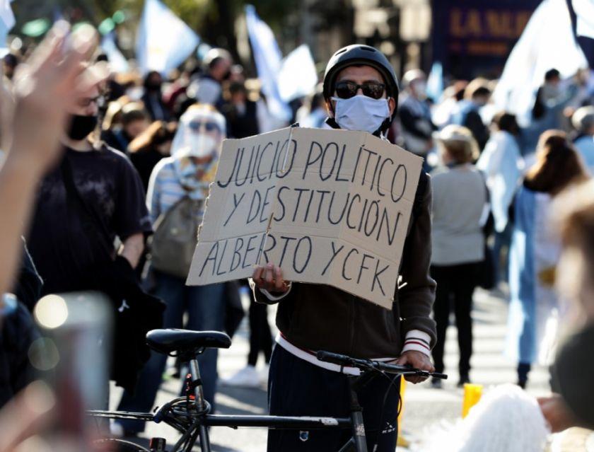 Manifestantes reclaman más ayuda social al gobierno en Argentina