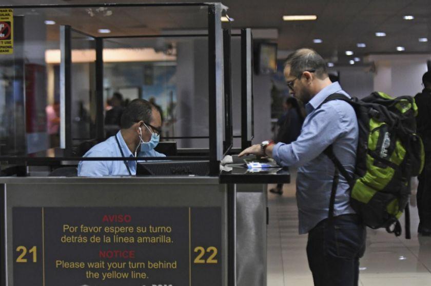 """OPS señala """"impacto limitado"""" de pruebas de covid  para controlar contagios en viajes"""