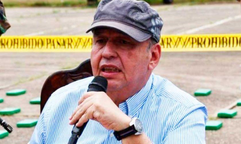 Murillo dice que se irá cuando Añez lo eche o entregue la banda presidencial