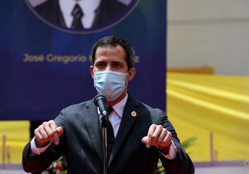 Guaidó llama a protestar tras manifestaciones espontáneas en Venezuela