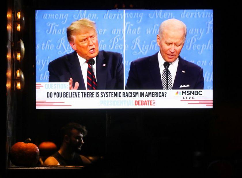 Donald Trump y Joe Biden intercambian insultos en un debate caótico