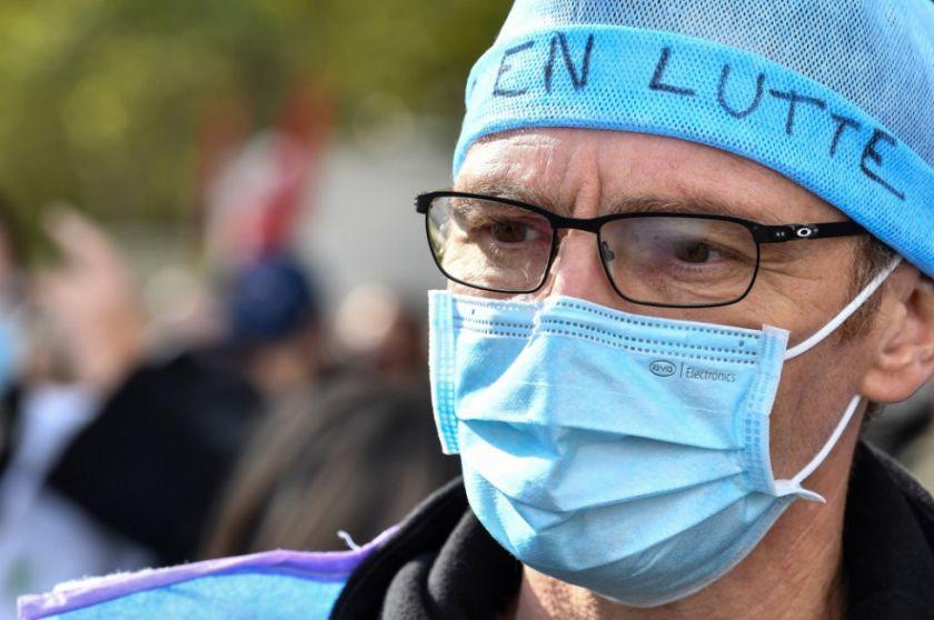 París se prepara para el toque de queda ante un virus cada vez más descontrolado