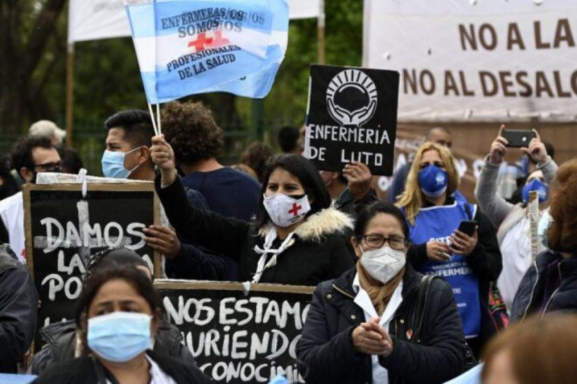 Enfermeros de Buenos Aires renuevan reclamo por salarios