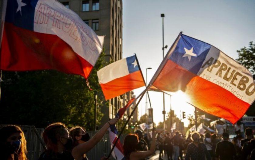 Chile va a las urnas este domingo ¿qué pasó para llegar a un referendo constitucional?