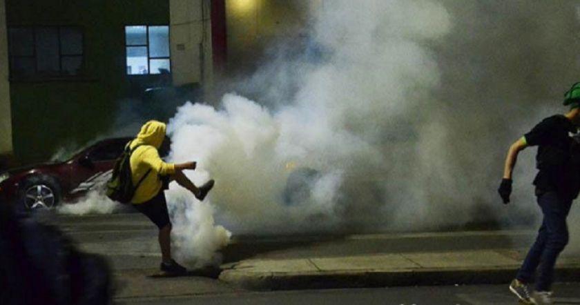 Policía gasifica a jóvenes que intentaron ingresar a predio de la UTOP en Cochabamba