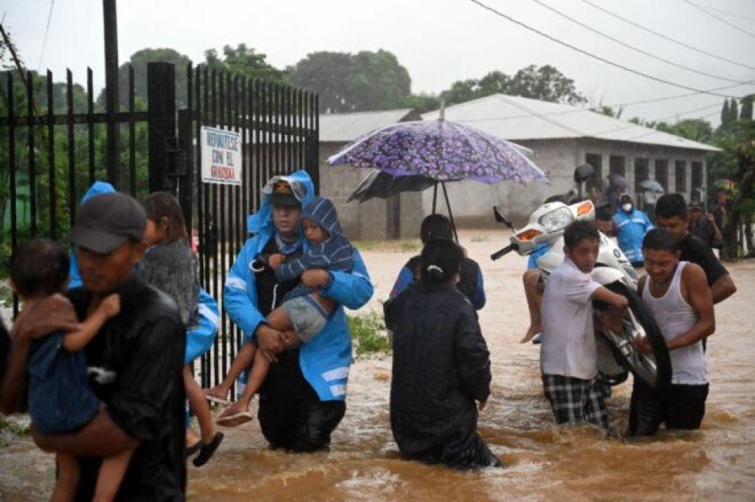 Tormenta Eta entra a Honduras tras dejar cuatro muertos en Centroamérica