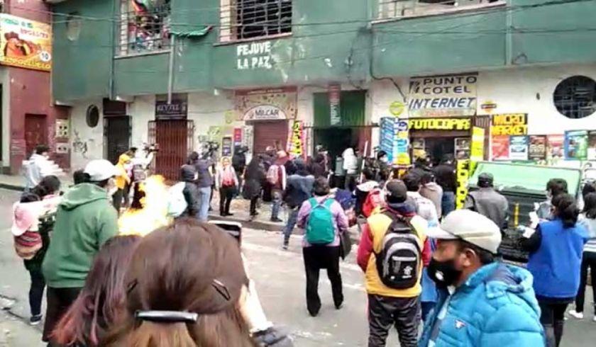 Causan destrozos en instalaciones de la Fejuve-La Paz