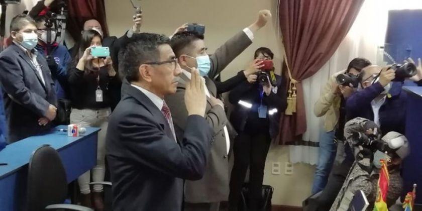 Posesionan a viceministros de Lucha Contra el Contrabando y Defensa
