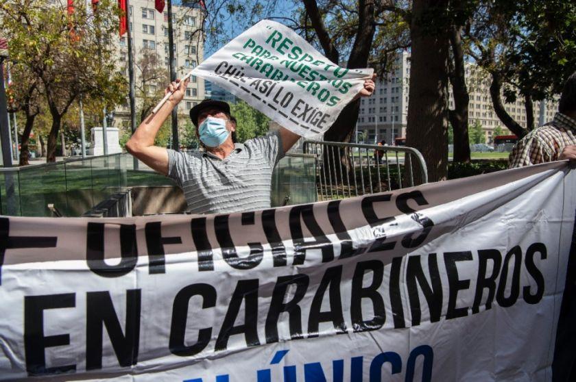Jefe policial chileno renuncia luego de que agentes hirieran de bala a dos menores