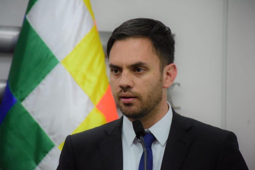 """""""Este no es su gobierno, aquí no perseguimos por pensar diferente"""", dice el ministro de Gobierno"""