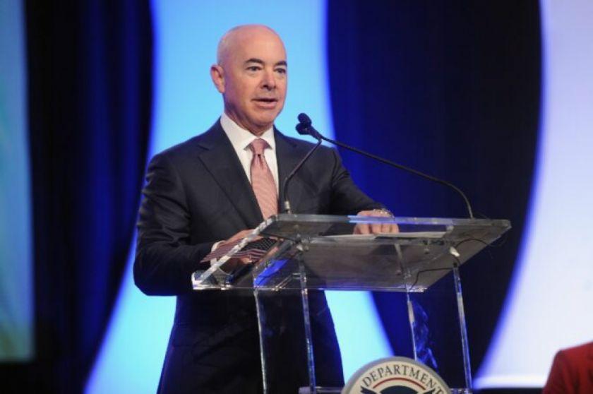 Alejandro Mayorkas, un inmigrante cubano elegido por Biden para dirigir la Seguridad Interior