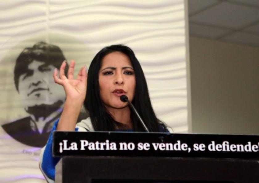 Exministra Alanoca anuncia que procesará a quienes la acusaron