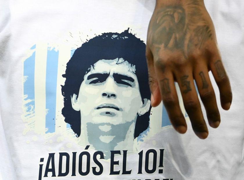 "Allanan el consultorio e ""imputan por homicidio culposo"" a médico de Maradona"