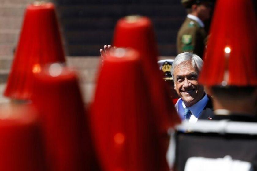 Piñera se autodenuncia por pasear y tomarse fotos sin mascarilla en playa de Chile