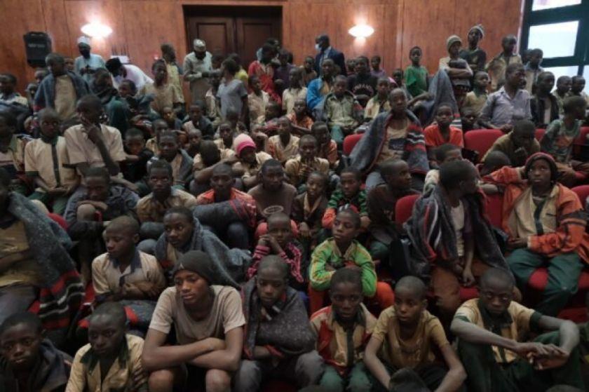 Más de 300 estudiantes liberados en Nigeria son recibidos por las autoridades