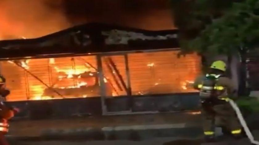 Reportan que hay siete muertos, entre ellos un menor de edad, por incendio en Colombia