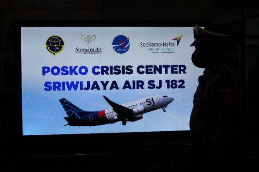 Localizan las cajas negras del Boeing que se estrelló en Indonesia