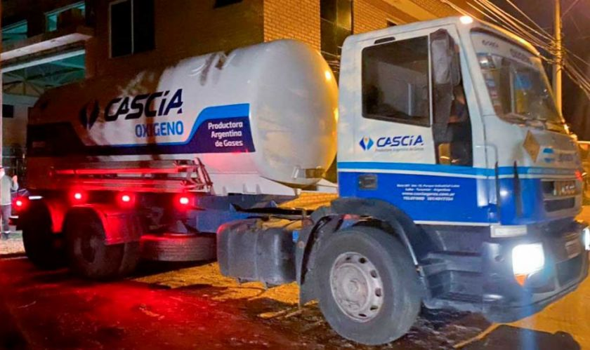 Tarija recibe cisterna con oxígeno medicinal enviada desde Argentina