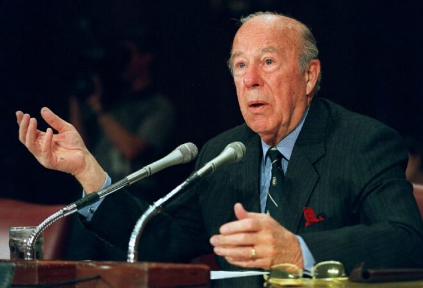 Muere George Shultz, la mano derecha de Reagan que ayudó a cerrar la Guerra Fría