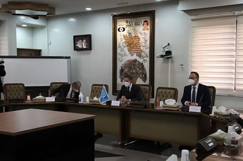 """Irán afirma que hubo """"discusiones fructíferas"""" con jefe del OIEA de visita en Teherán"""