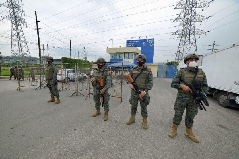 Amotinamientos en tres cárceles de Ecuador dejan medio centenar de presos muertos