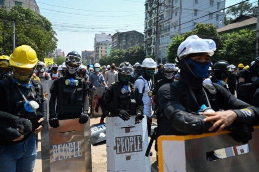 Mueren tres manifestantes en Birmania en jornada de huelga general contra golpe de Estado