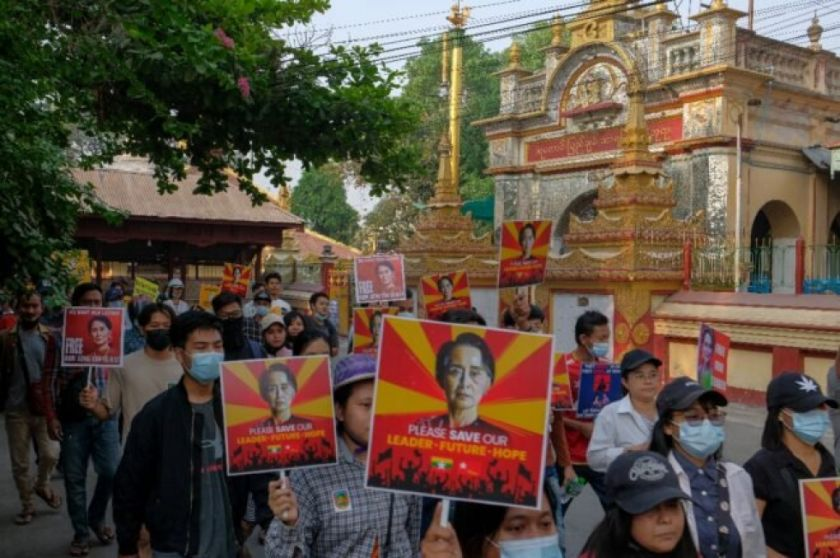 La líder birmana Aung San Suu Kyi comparece ante la justicia