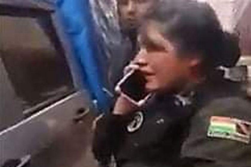 Determinan detención domiciliaria para conductor acusado de golpear a mujer policía