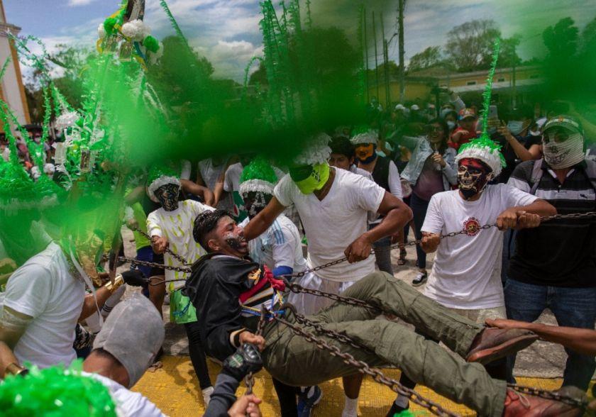 Católicos nicaragüenses vengan la muerte de Jesús con una pintoresca tradición