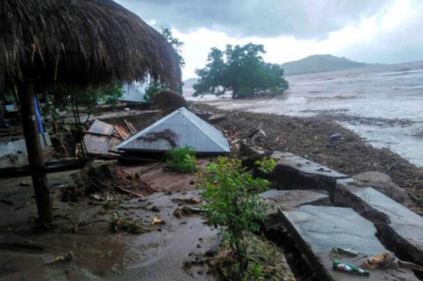 Inundaciones en Indonesia y Timor Oriental dejan más de 100 muertos y decenas de desaparecidos