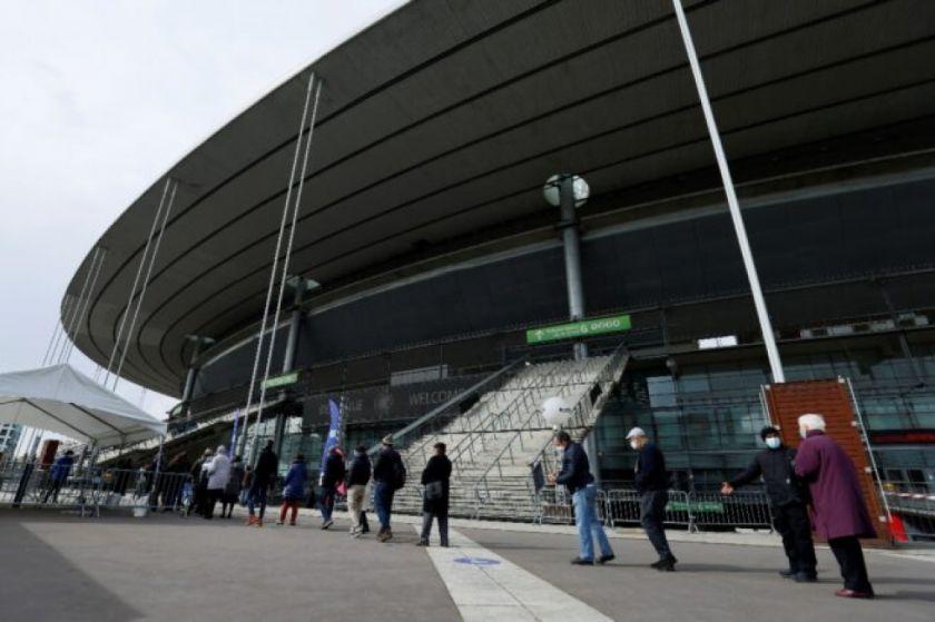 El estadio más grande de Francia se convierte en un centro de vacunación contra el covid