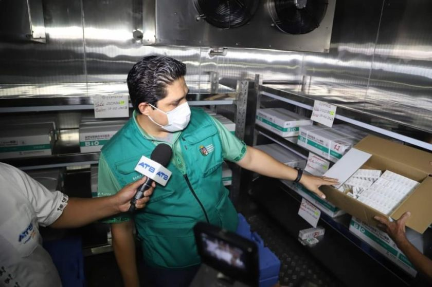 Santa Cruz decide aún no iniciar con el plan de vacunación por la falta de vacunas