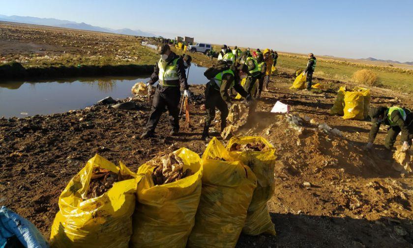 Despliegan a alrededor de 500 policías para la limpieza del lago Uru Uru