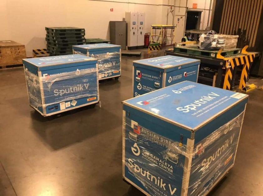 Arce anuncia para este miércoles la llegada de 25.000 dosis de la vacuna Sputnik V a Bolivia